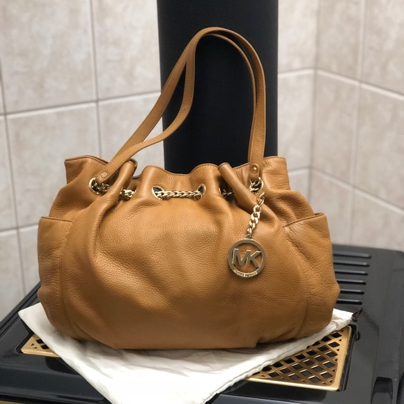 51aad282c84c36 Michael Kors Bags | Jet Set Chain Ring Leather Tote | Poshmark